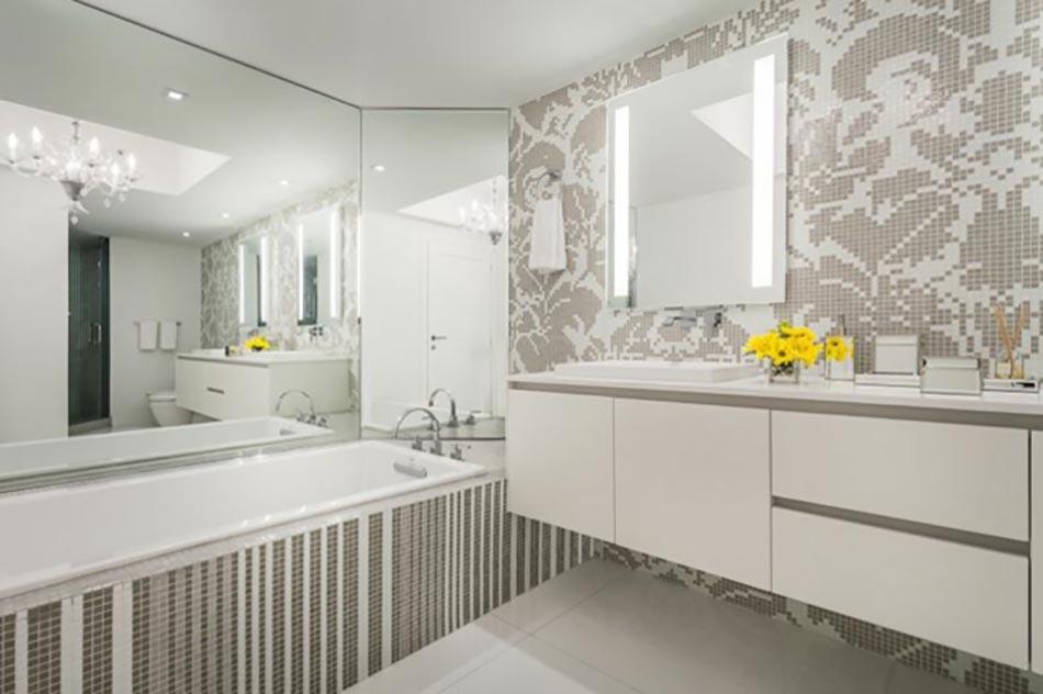 Bel appartement de vacances au design int rieur moderne for Salle de bain avec douche et baignoire de luxe