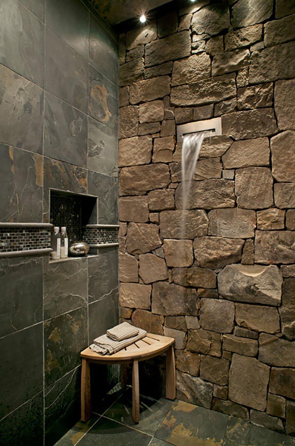 Salle de bain rustique grâce au mur en pierre créatif | Design Feria