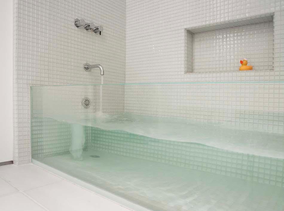Salle de bain moderne tendance inspir e par le design for Confort salle de bain
