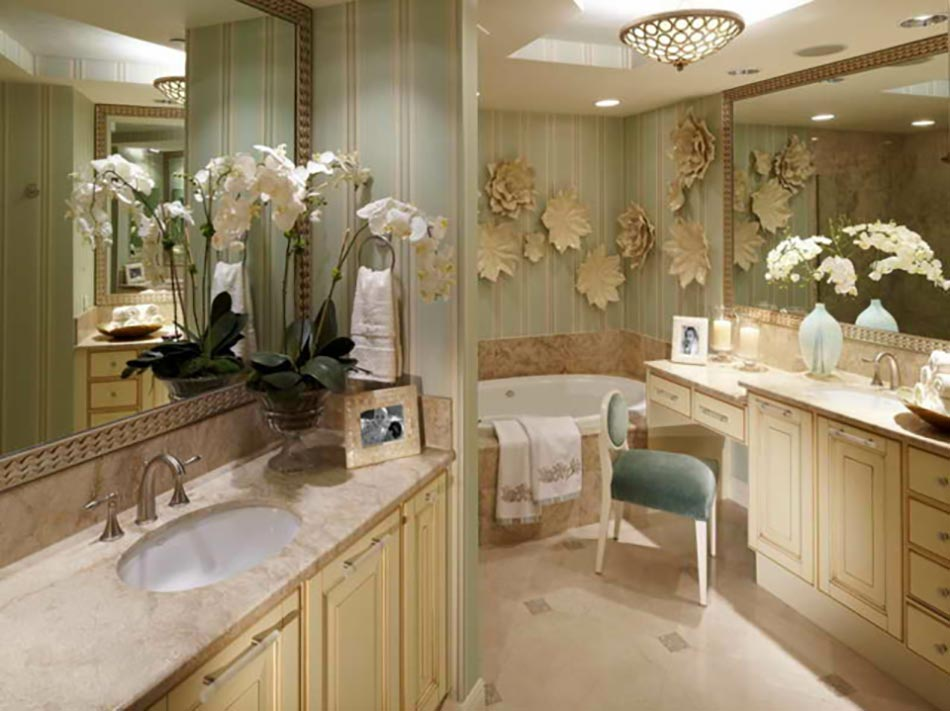 D coration florale pour une salle de bain moderne for Plus belle salle de bain