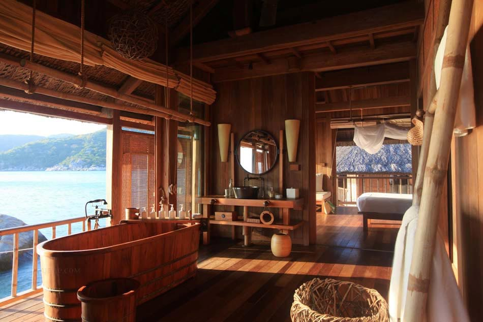 Baignoire design en bois ou les salles de bains aux inspirations d ailleurs - Salle de bain exotique ...