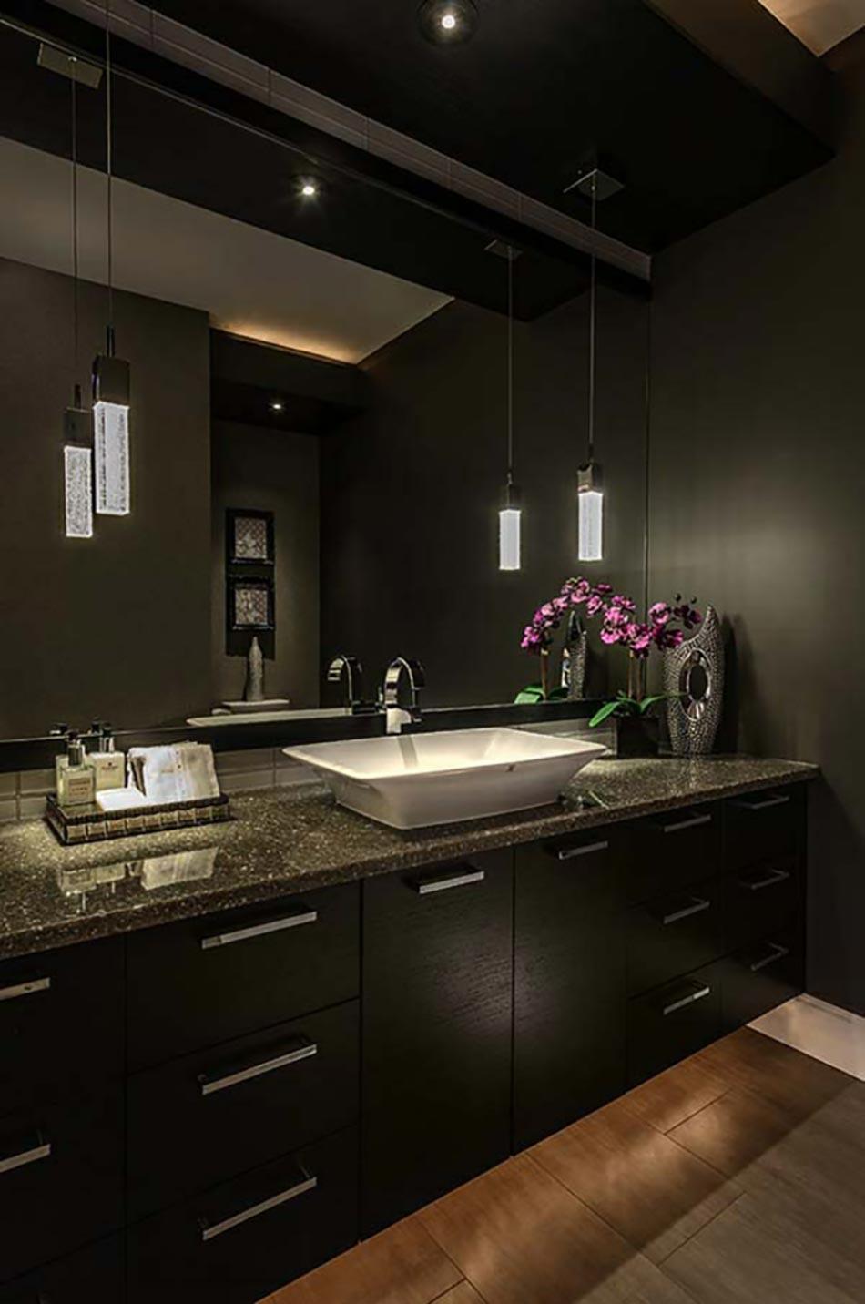 des teintes sombres pour une salle de bain moderne. Black Bedroom Furniture Sets. Home Design Ideas
