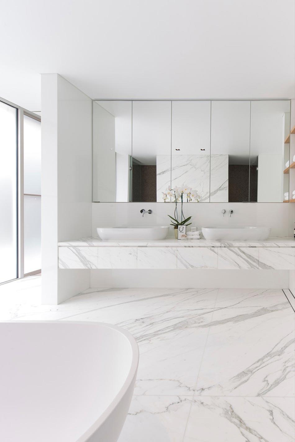 Salle de bain marbre blanc pour afficher une classe for Carrelage 90x90 blanc