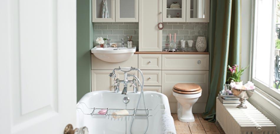 Baignoire ancienne pour une salle de bains retro design for Salle de bain retro