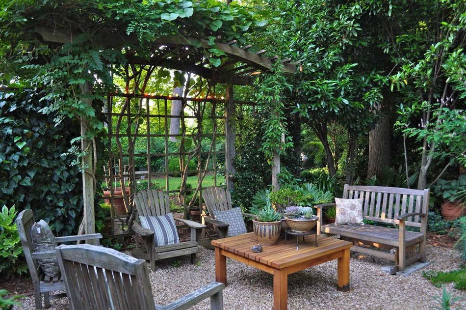 Backyard Privacy Ideas With Plants : Espace outdoor ? la d?coration et au design rustique avec un salon