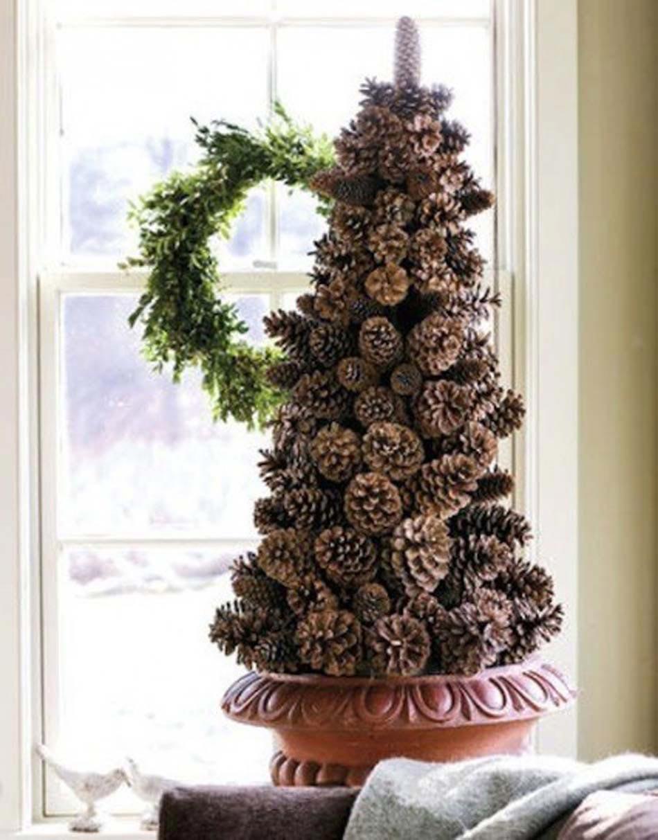Intéressant Arbre De Noël En Pommes De Pin Dans Leur état Naturel