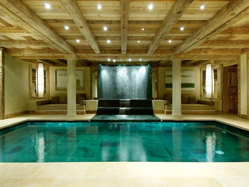 Chalet de luxe m ribel pour des vacances d hiver for Piscine interieure de luxe