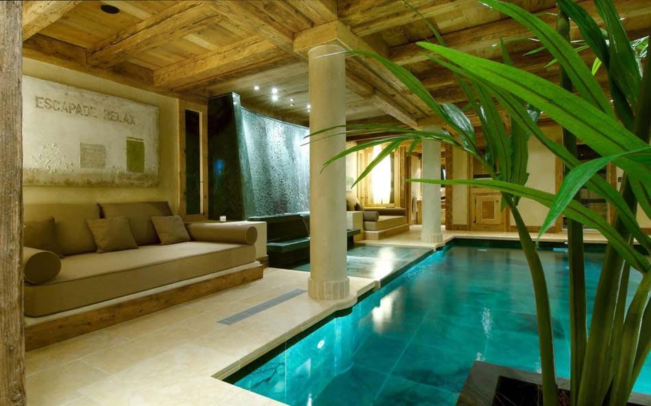 Chalet de luxe m ribel pour des vacances d hiver for Chalet a louer avec piscine intrieure