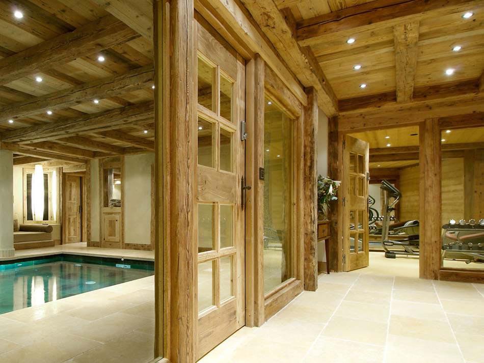 Chalet de luxe m ribel pour des vacances d hiver for Centre de vacances avec piscine couverte