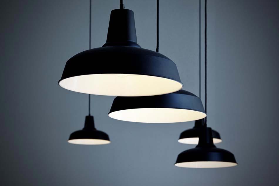 Un bistro caf au concept design minimaliste et artistique au c ur de prague - Suspension luminaire style industriel ...