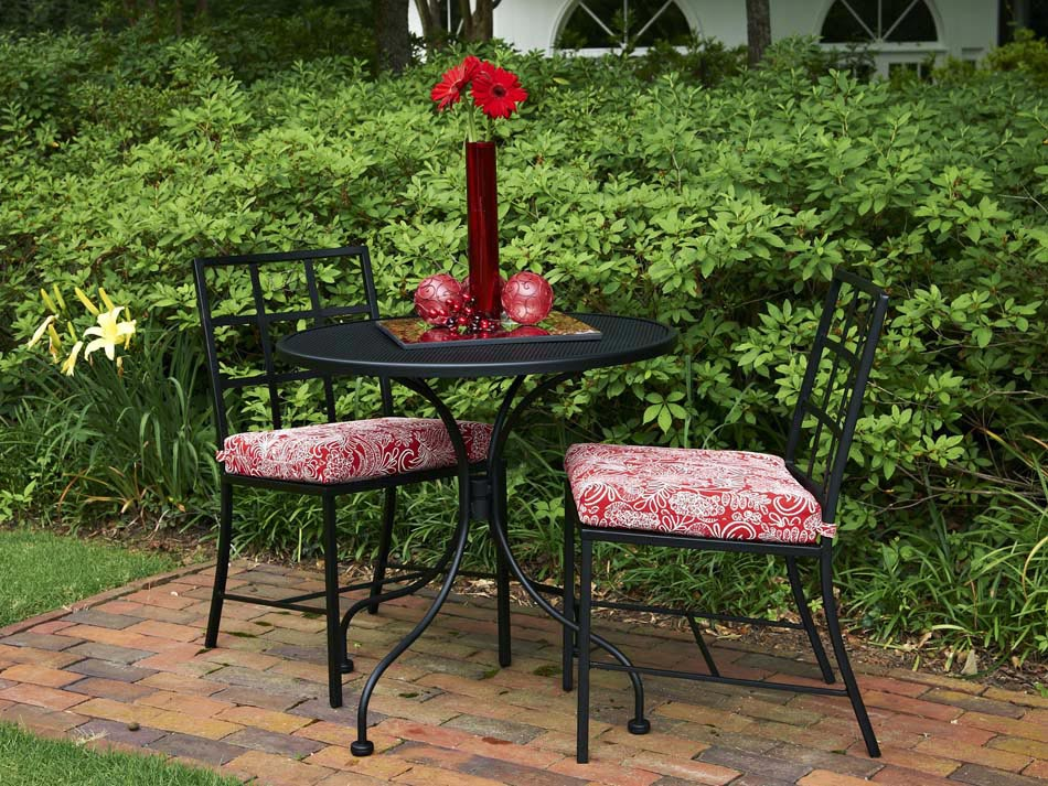 Table de bistro reliant fonctionnalit et esth tisme afin for Table de jardin noir