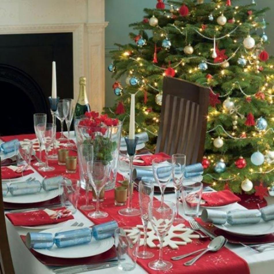 dresser une belle table de no l en rouge design feria. Black Bedroom Furniture Sets. Home Design Ideas