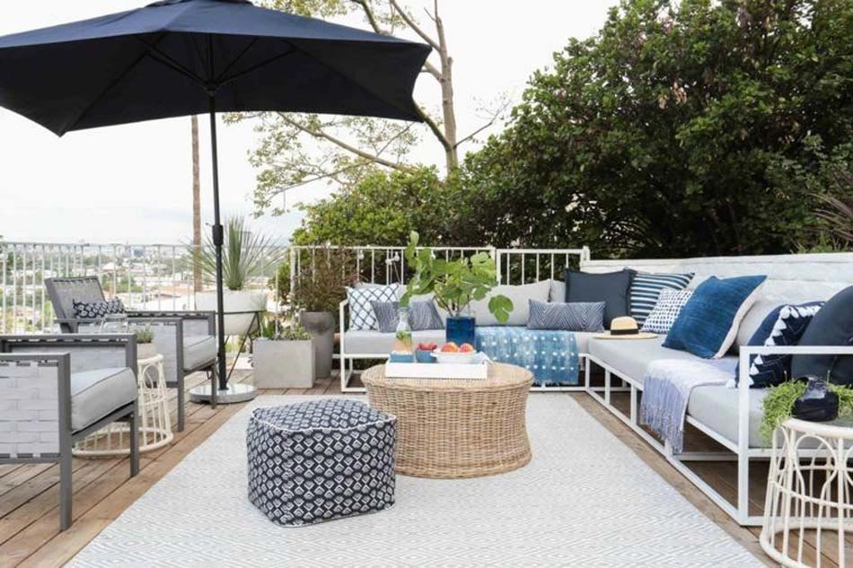 beau tapis extrieur blanc confrant un style lgant et convivial lespace extrieur - Tapis Exterieur Terrasse