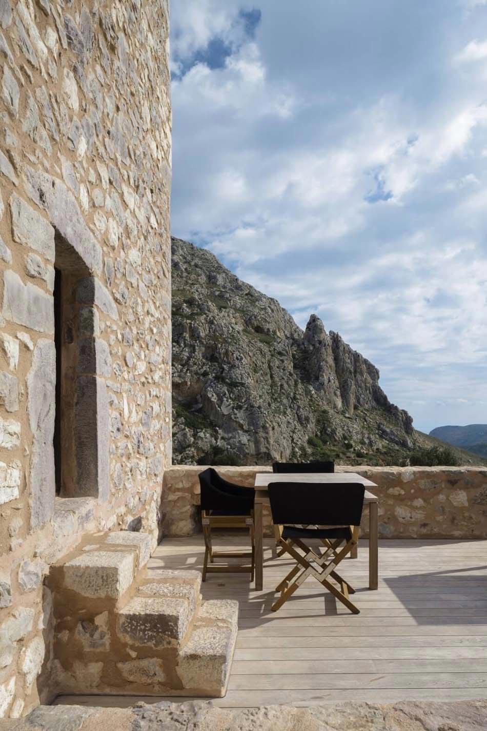 Grandes Terrasse Dévoilant Une Vue Spectaculaire Invite à Passer Du Temps  Dehors