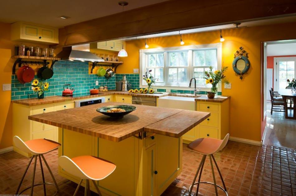 Ambiance accueillante et conviviale dans une cuisine jaune design feria for Cuisine peinte en jaune