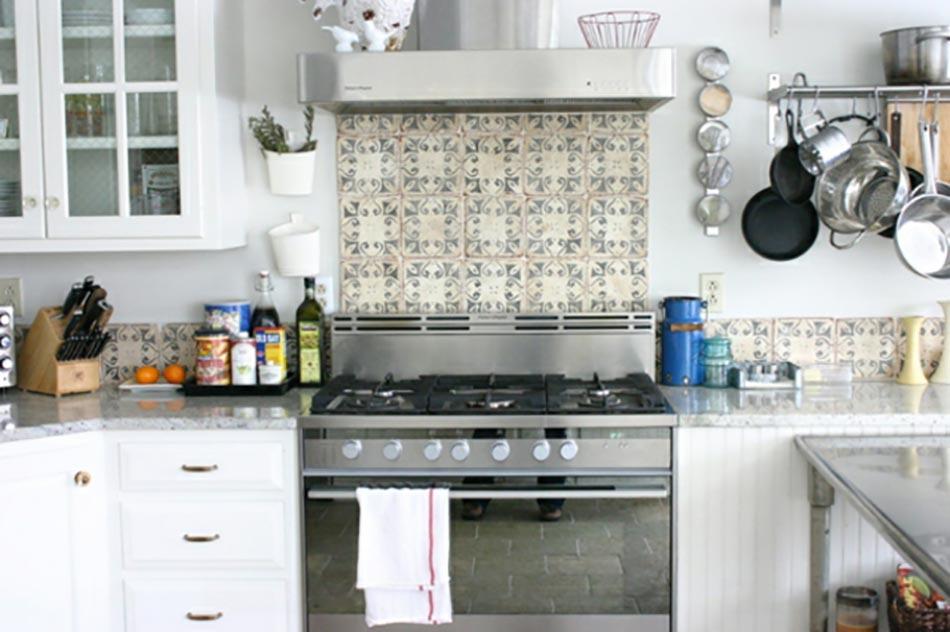 Dosseret de cuisine artisanal gr ce aux carreaux de ciment multicolores design feria - Dosseret cuisine ...