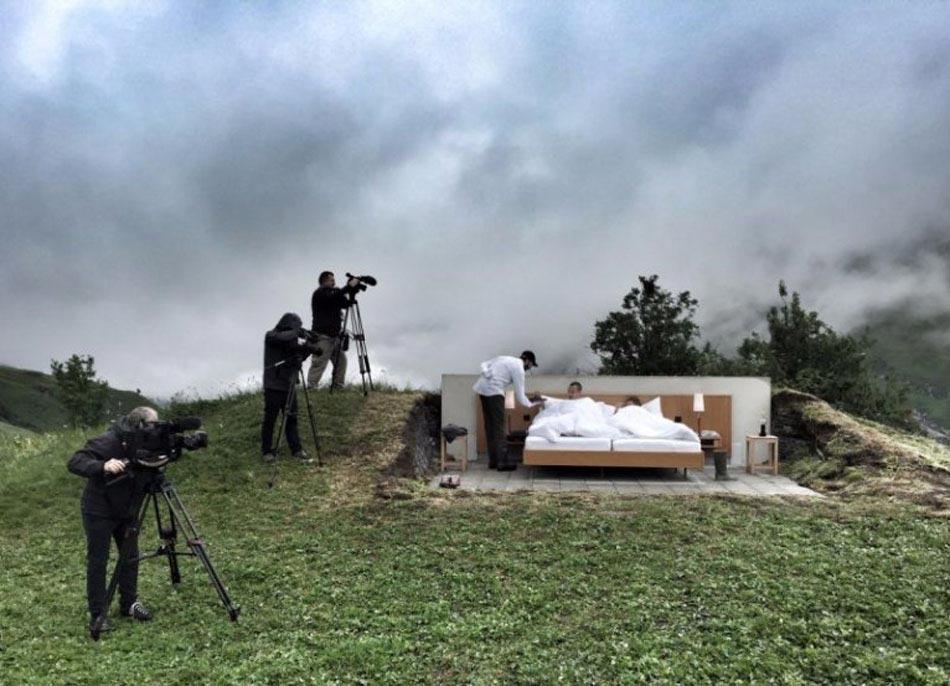 the null stern h tel insolite en plein air dans les alpes suisses design feria. Black Bedroom Furniture Sets. Home Design Ideas