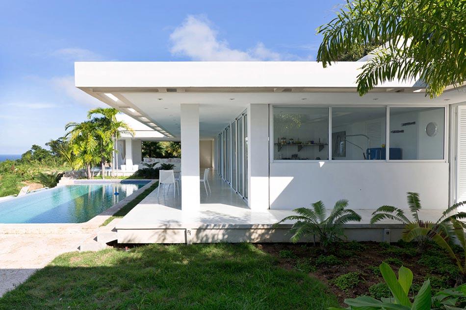 Villa contemporaine de plain pied aux cara bes avec belle for Maison moderne guadeloupe