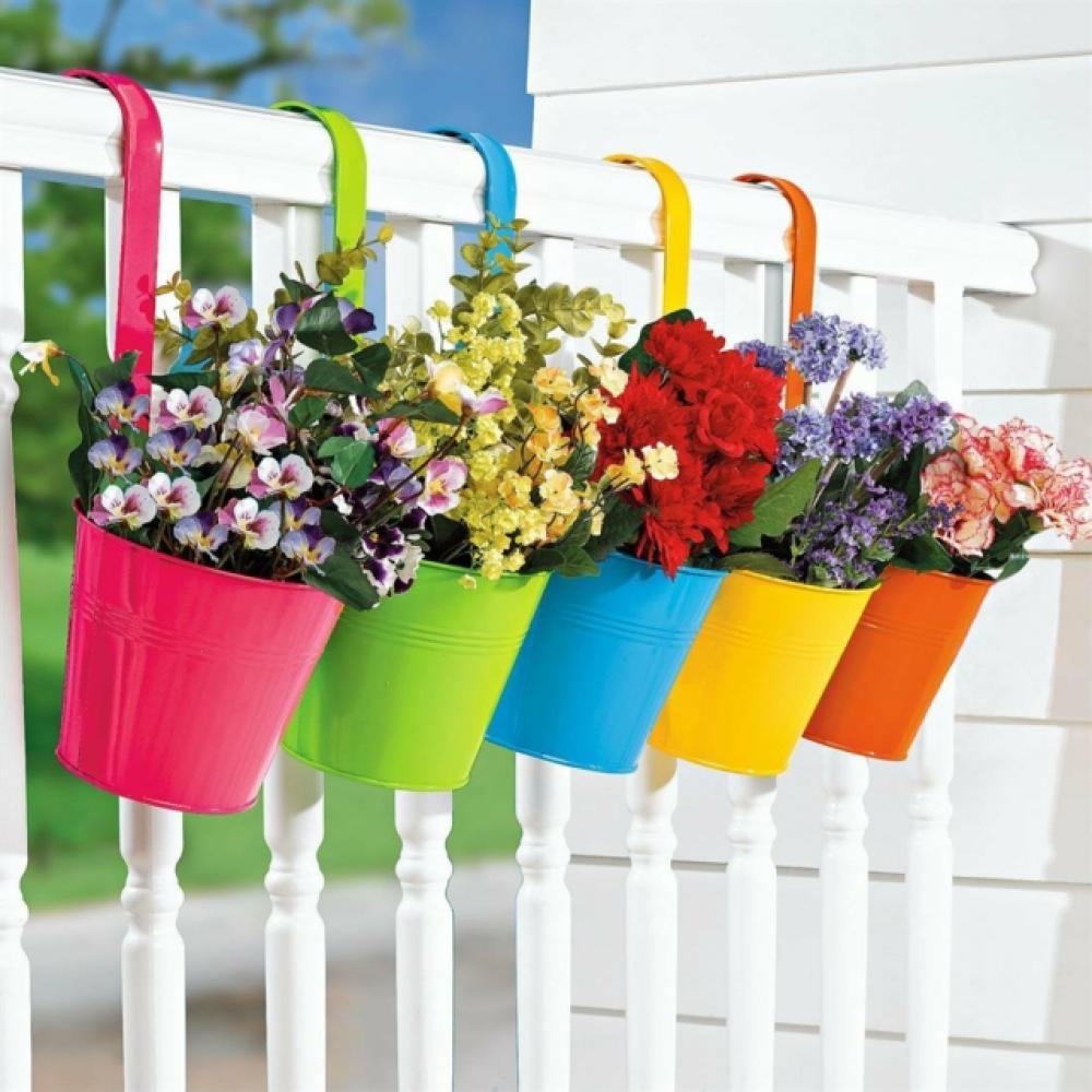 Pots de fleurs en couleurs
