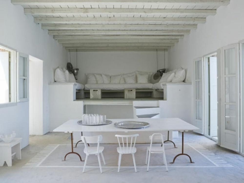 Séjour en blanc et tapis salon dessiné