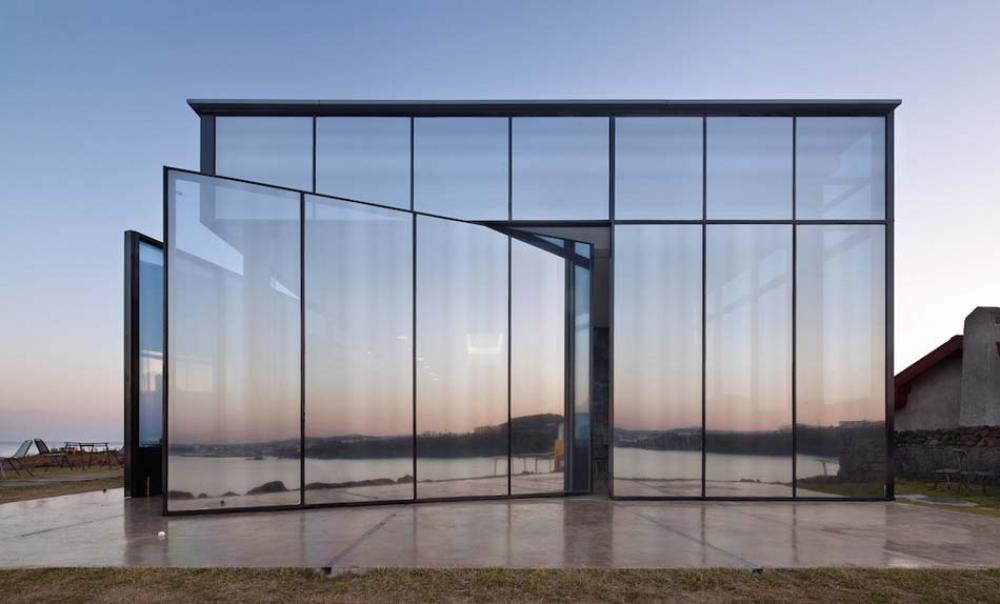 café façade transparente architecture moderne