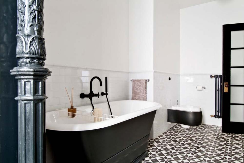 Carrelage design l inspiration g om trique pour la salle for Salle de bain design gris