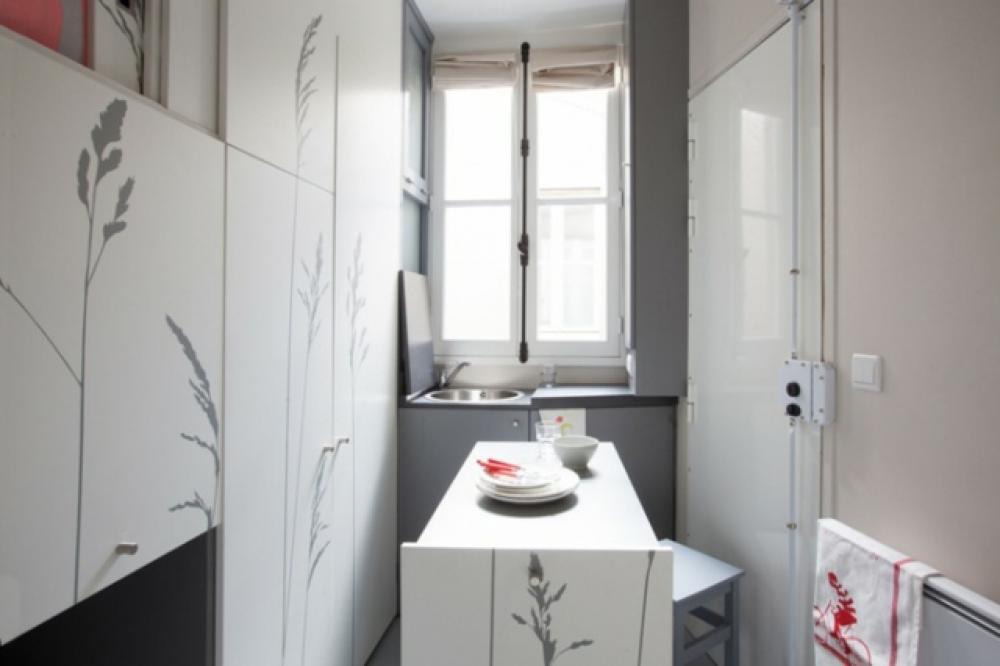 chambre de bonne transform e en petit studio sympa design feria. Black Bedroom Furniture Sets. Home Design Ideas