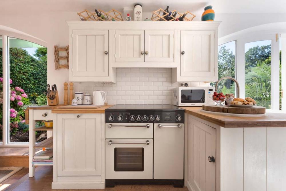 Exemple de cuisine en u faience cuisine rouge et blanc 53 for Faience cuisine rouge et blanc