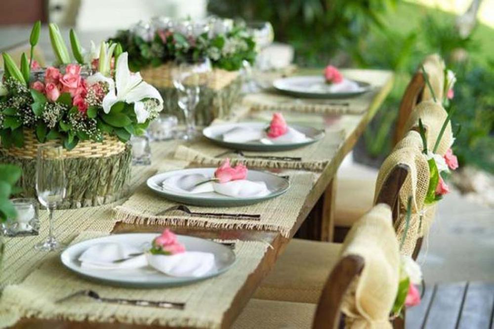 Captivant Recevoir En Plein Air Dans Le Jardin Table Dressée