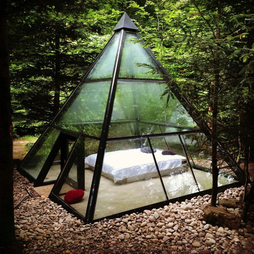vacances originales insolites pyramide transparente