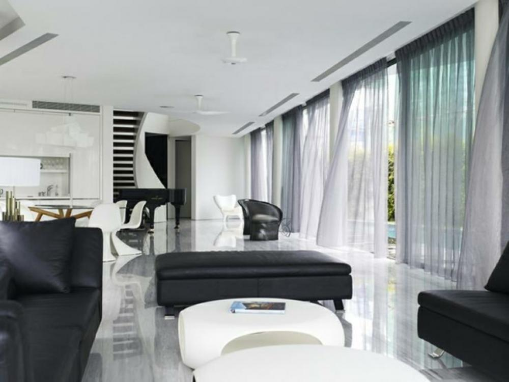 Design chic ou un salon noir et blanc unique design feria - Appartement au design traditionnel moderne colore ...