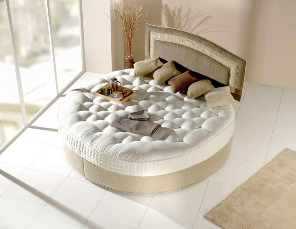Le lit rond pour meubler la chambre coucher d une for Lit pour chambre a coucher