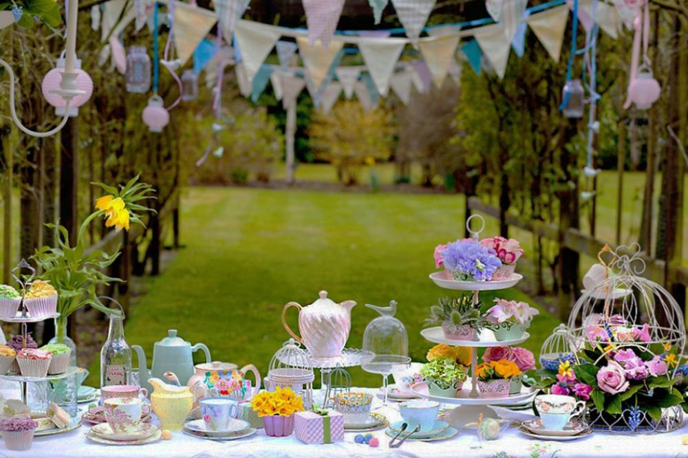 Attrayant Dresser Une Table Jardin Pour Recevoir Amis Famille