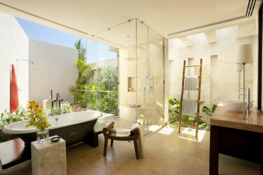 D coration florale pour une salle de bain moderne for Salle de bain decoration