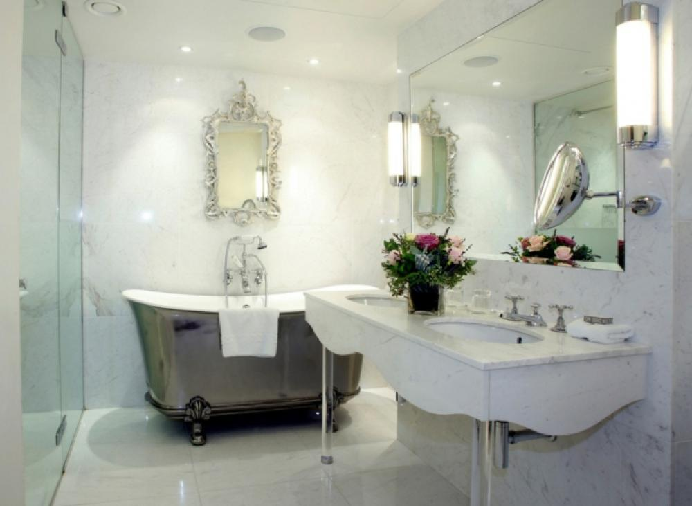 Salle de bain de luxe aux inspirations diverses design feria - Salle de bain luxe design ...