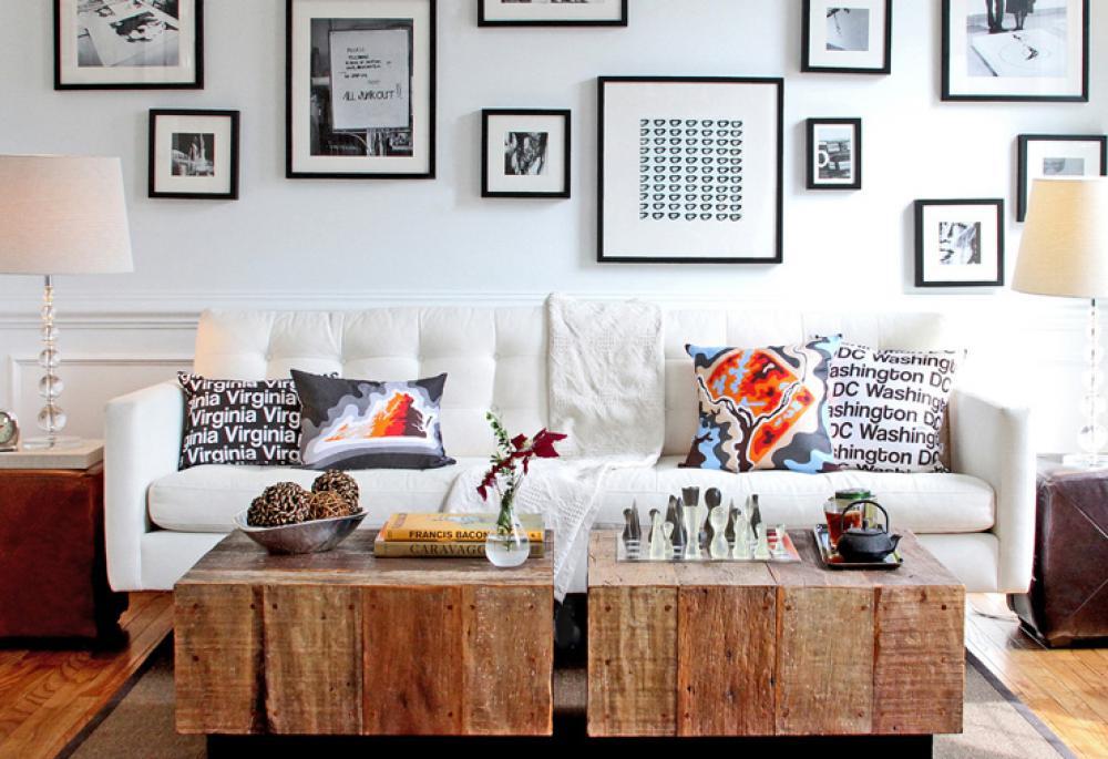 Séjour moderne à la table basse en bois rustique