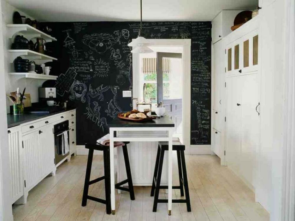 petite cuisine d'appartement déco tableau noir