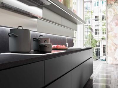 Cuisine comptoir de granit foncé moderne