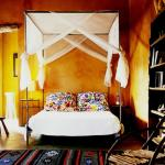 Chambre rustique dans les couleurs chaleureuses