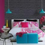 chambre à coucher aux couleurs vives et tendance