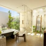 Décoration florale pour une salle de bain moderne
