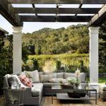 décorer pergola salon extérieur avec tapis
