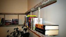 Vieille échelle transformée en étagère rustique