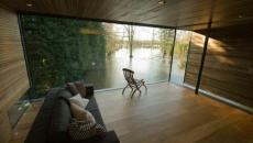 minimaliste living à la vue sur le bois