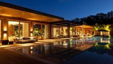 Terrasse et piscine vues de nuit