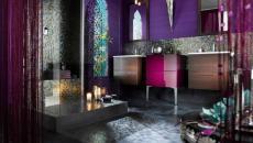 Mélange de styles et couleurs pour cette salle de bain unique