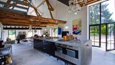 Bel intérieur aux touches rustiques et industrielles