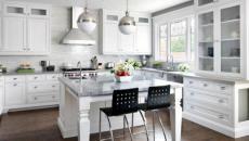 Magnifique combinaison en blanc, marbre gris et bois naturel