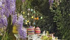 œufs et lilas en déco de table