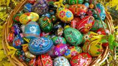 panier de Pâques multicolore